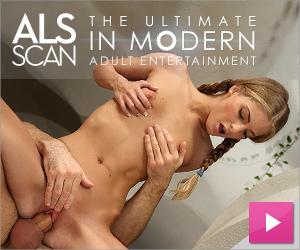 Suzie Carina naked play